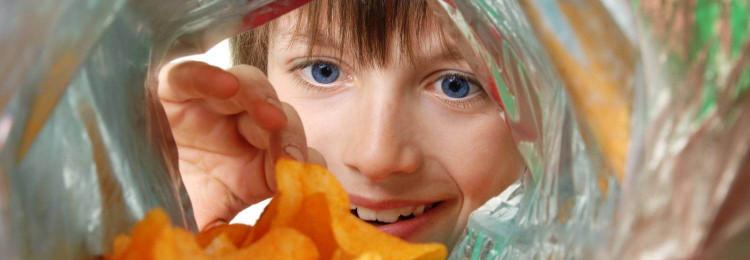 Как отучить ребенка тратить карманные деньги на вредные «вкусняшки»