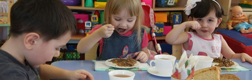 Как воспитать в ребенке правильное отношение к еде