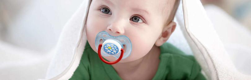 Что делать, если малыш постоянно запрокидывает голову