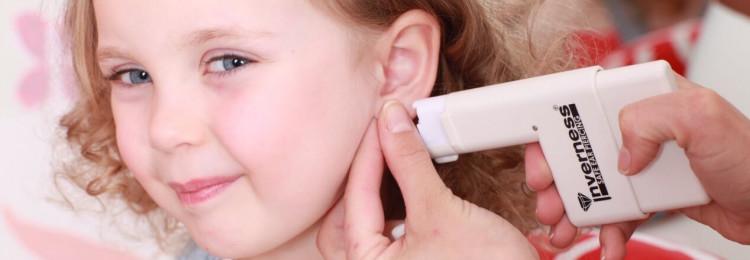 Почему маленьким девочкам нежелательно прокалывать уши