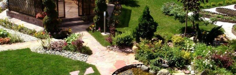 Как украсить участок возле частного дома