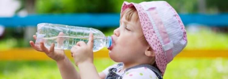 Чем поить малыша в жару
