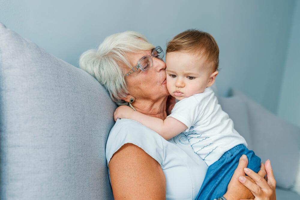 """Типы бабушек, """"опасные"""" для детей"""