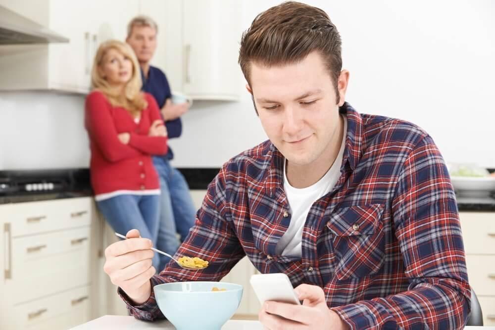 Признаки плохих отношений со взрослым ребенком