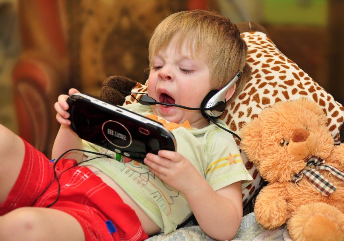 Ребенок и телефон: мнение доктора Комаровского