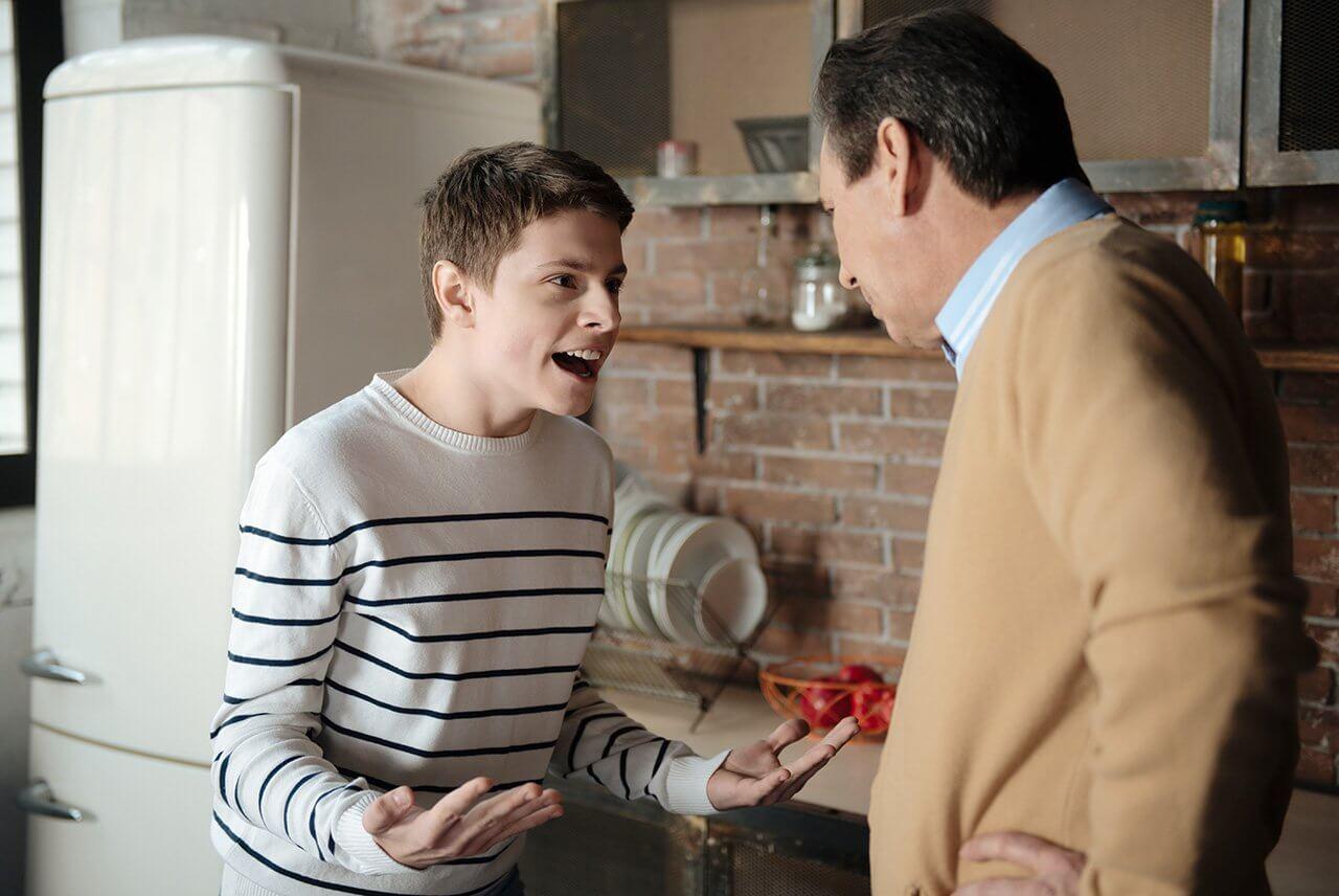 Почему ребенок хамит родителям