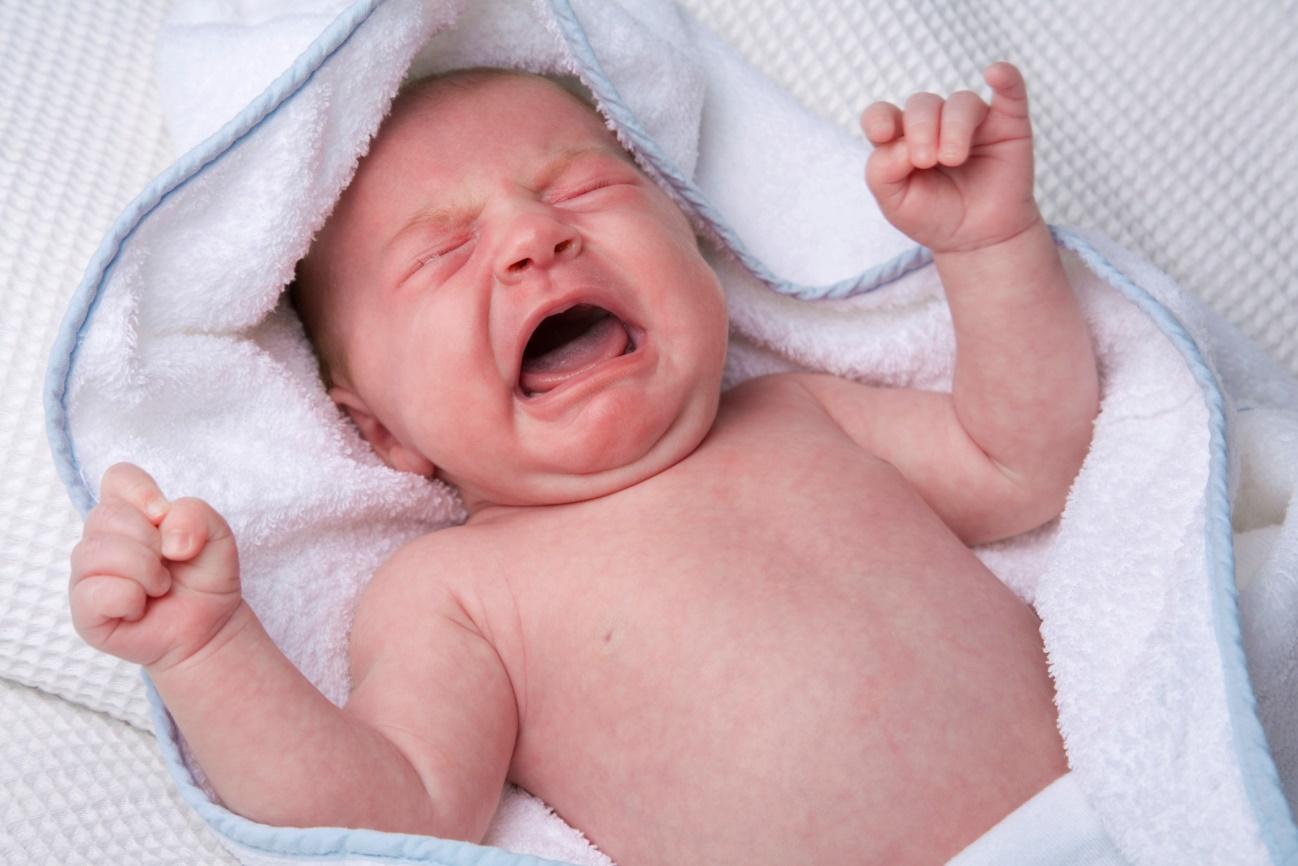 Какие продукты в рационе мамы могут вызвать колики у малыша